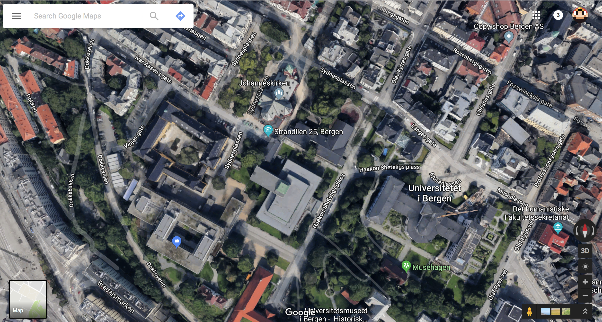 Section of a satellite map image of part of the city of Bergen, showing streets, trees, buildings, parked cars.